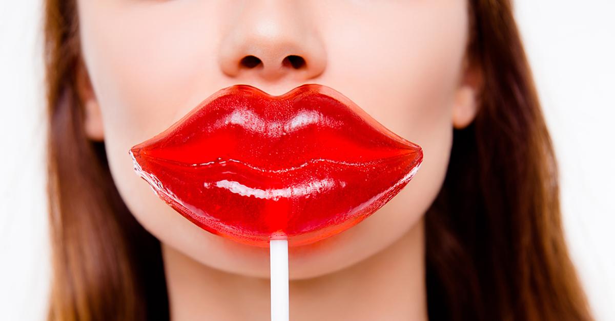 Vrouw die nadenkt over een lipvergroting